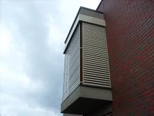 Fasado horizontalios žaliuzės su nuotoliniu valdymu