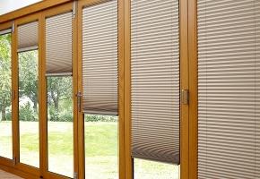 Renkame langų uždengimus durims