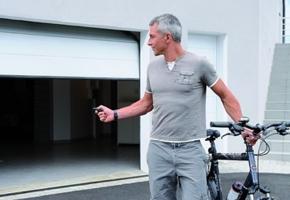 Šiuolaikinio garažo mechaninį valdymą vis labiau pakeičia automatika