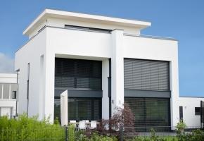 Metalines grotas pakeičia šiuolaikiškos fasado žaliuzės