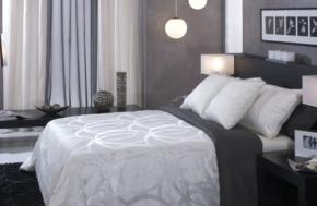 Naktinės užuolaidos mažame miegamajame: kaip pasirinkti teisingai?
