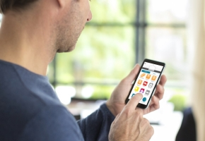 Besižavintiems namų technologijomis – langų uždangų inovacijos
