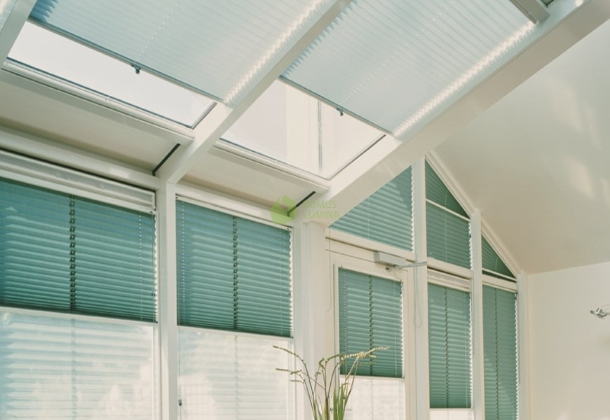 Pleated blinds for triangular windows type 13 domus lumina for Type of blinds for windows