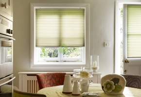 Pleated blinds for standard windows, controlled by handle – type 1